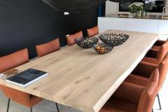 villa_flor_eiken_tafel_vermeer_moka_cognac_leer
